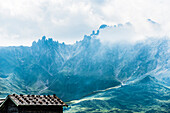 Typical wooden hut on the Alpe di Siusi with a view of the mountain range Schlern and Rosszahnscharte, Compatsch, South Tyrol, Alto Adige, Italy