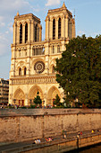 Western facade of Notre Dame Cathedral, viewed from Seine river. Île de la Cité. Paris. France. The cathedral is widely considered to be one of the finest examples of French Gothic architecture.