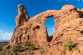 Turret Arch, Arches National Park, Moab, Grand County, Utah, USA.
