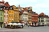 Facades of townhouses at Castle square - Plac Zamkowy, Old Town of Warsaw, UNESCO World Heritage Site, Warsaw, Poland, Europe