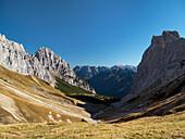 Berglandschaft, Blick vom Scharnitzjoch ins Puittal, Herbst, Tirol, Österreich, Europa