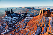 USA, Arizona, Utah, Monument Valley, Navajo Tribal Park, view over the Sentinel Mesa in Arizona towards the Buttes in Utah