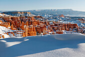 USA, Utah, Bryce Canyon City, Bryce Canyon National Park, sweeping view of the Bryce Amphitheater and Hoodoos from Sunset Point