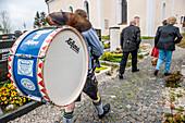 Blaskapelle, Musik, Maibaum-Aufstellen, Maibaum, Burschenverein, Tradition, Rituale, Frühling, Egmating, Bayern, Deutschland, Europa