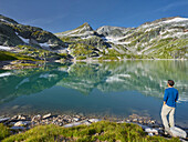 Hohe Tauern, Salzburg, Austria hikers on the weißsee, Kogel, Hohe Tauern National Park, Salzburg, Austria