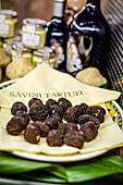 Truffel at Savini Tartufi, Mercato Centrale, Via dell'Ariento, Florence, Italy, Toscany, Europe