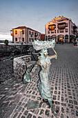 Bronze Skulptur im Hafen von  Puerto de la Cruz, Teneriffa