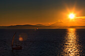 Sunset over Elliot Bay with Olympic Mountains behind, Seattle, Washington State, United States of America, North America