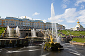 Great Cascade with Great Palace in the background, Peterhof, UNESCO World Heritage Site, near St. Petersburg, Russia, Europe