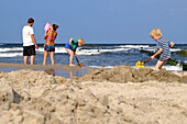 Children are digging on the beach, Bansin, Usedom, Baltic Sea Coast, Mecklenburg-Vorpommern, Germany