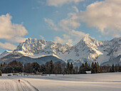 Two cross-country skiers in the Karwendel, Geroldsee, Upper Bavaria, Germany