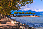 View of lakeside walk and Lake Garda Sirmione del Garda, Lake Garda, Lombardy, Italian Lakes, Italy, Europe