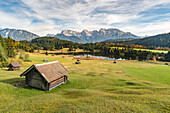 Lodges with Gerold lake and Karwendel Alps in the background, Krun, Upper Bavaria, Bavaria, Germany, Europe