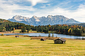 Lodges with Gerold lake and Karwendel Alps in the background, Krun, Upper Bavaria, Bavaria, Germany.
