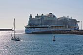 Cruiser near Castillo de San José, Arrecife, Atlantic Ocean, Lanzarote, Canary Islands, Islas Canarias, Spain, Europe