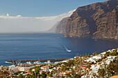 Los Gigantes, Steep coast and town, Tenerife, Canary Islands, Islas Canarias, Atlantic Ocean, Spain, Europe
