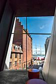 Blick aus dem Ozeaneum auf Hafen und Gorch Fock, Stralsund, Mecklenburg-Vorpommern, Deutschland