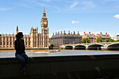 A tourist in front of Westminster Palace, Westminster, London, Great Britain, UK