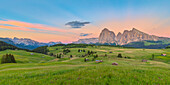 Alpine landscape of the Seiser Alm/Alpe di Siusi with with the Sella, Sassolungo/Langkofel and the Sassopiatto/Plattkofel in the background, Dolomites, South Tyrol, Italy