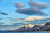 Wolkenstimmung über Ramberg, Lofoten, Nordland, Norwegen