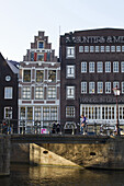 Netherlands, Amsterdam, Centrum, bridge at the angle of the Prisengracht and Egelantiersgracht canals.
