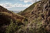Ausblick von umliegenden Anden Gebirge auf koloniale Stadt Villa de Leyva, Departamento Boyacá, Kolumbien, Südamerika