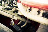 Portrait of Ernesto Che Guevara, image on key ring, vintage car, Havana, Cuba, Caribbean, Latin America, America