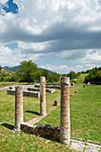 Die Ruinen der Römersiedlung Alba Fucens, Alba Fucens, Abruzzen, Italien