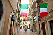 Läden in den Gassen der Küstenstadt Vasto, Vasto, Abruzzen, Italien
