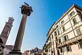 Lamberti Tower, Leone Marciano, Piazza delle Erbe, Verona, Venetien, Italien