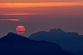Sunrise above Spitzstein and Kampenwand in Chiemgau Alps, from Trainsjoch, Mangfall Mountains, Bavarian Alps, Upper Bavaria, Bavaria, Germany