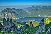 Felstürme mit Comer See im Hintergrund, Grignetta, Grigne, Bergamasker Alpen, Lombardei, Italien