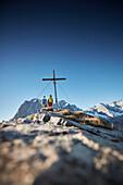 two women on Hahnkampl peak  Lamsenspitze in the back ,  Eastern Karwendel Range, Tyrol, Austria