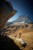 Two women ascending Hahnkampl, Lamsenspitze in the back,  Eastern Karwendel Range, Tyrol, Austria