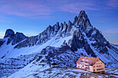 Hut Drei-Zinnen-Huette in front of Paternkofel at dawn, hut Drei-Zinnen-Huette, Tre Cime, Sexten Dolomites, Dolomites, UNESCO World Heritage Site Dolomites, Venetia, Italy