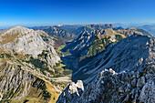 Tiefblick auf Falzthurntal, Karwendel und Rofan, von der Lamsenspitze, Naturpark Karwendel, Karwendel, Tirol, Österreich
