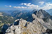 Blick auf Karwendel mit Hochkarspitze, vom Wörner, Karwendel, Oberbayern, Bayern, Deutschland