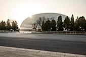 das chinesische Nationale Zentrum für Darstellende Künste im Gegenlicht, Chinesisches Nationaltheater, Peking, China, Asien, Architekt Paul Andreu
