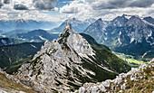 Ahrnspitze Berg im Hochsommer, Gebirge, Scharnitz, Tirol, Österreich