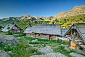 Alpine hut Refuge du Ricou, lake Lac du Serpent, Dauphine, Dauphiné, Hautes Alpes, France