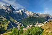 Ortschaft Les Hières mit Blick auf Meije im Gebiet Ecrins, Les Hières, Nationalpark Ecrins, Dauphine, Dauphiné, Hautes Alpes, Frankreich