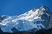 Blick auf Gletscherbrüche am Mont Maudit, Pyramide, Mont Blanc, Grajische Alpen, Savoyer Alpen, Haute-Savoie, Frankreich