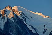 Aiguille du Midi und Mont Blanc, Mont Blanc, Grajische Alpen, Savoyer Alpen, Haute-Savoie, Frankreich