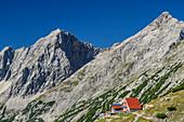 Bettelwurfhütte mit Rosskopf und Grosser Lafatscher im Hintergrund, Bettelwurfhütte, Bettelwurf, Karwendel, Tirol, Österreich