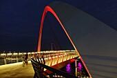 Tolerance Bridge, Nacht, Radfahrer, Dubai, VAE, Vereinigte Arabische Emirate