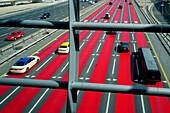 Rote Farbe, Geschwindigkeitsbegrenzung, Sheikh Zayed Road, Dubai Marina, Dubai, VAE, Vereinigte Arabische Emirate