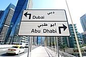 Staßenschilder, Dubai Straßenschild, Abu Dhabi Straßenschild, Dubai Marina, Dubai, VAE, Vereinigte Arabische Emirate