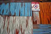 La Mer, Schild, Schwimmen verboten, Freizeit, Jumeira, Dubai, VAE, Vereinigte Arabische Emirate