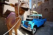 Kamel, Geländewagen, Dekoration, Al Seef, Bur Dubai, Dubai, VAE, Vereinigte Arabische Emirate