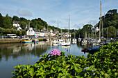 Hafen und Stadtansicht, Pont Aven, Künstlerort, Finistere, Bretagne, Frankreich